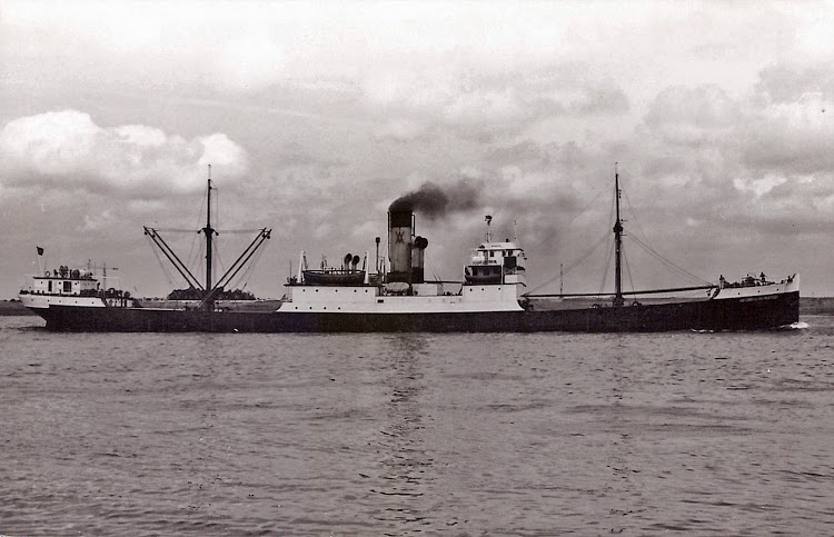 Foto del ANTONIO DE SATRUSTEGUI en lugar y fecha indeterminados. Arthur Blundell collection. De la web Coasters and Other Ships Revived.jpg