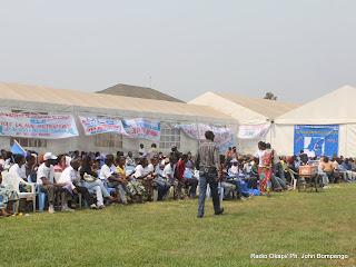 Quelques partisans du MLC ce 22/07/2011 à Kinshasa, lors du congrès de leur parti politique. Radio Okapi/ Ph. John Bompengo