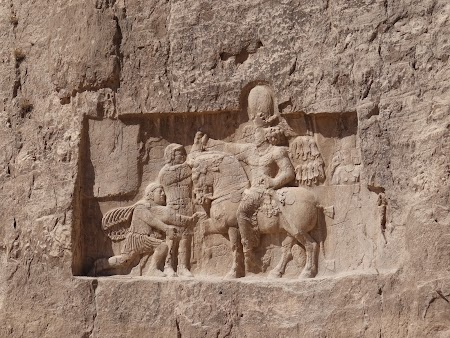 26. Imparatul roman Valerian la picioarele regelui pers.JPG