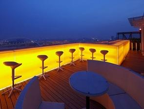 uluminacion-colores-teraza-hotel