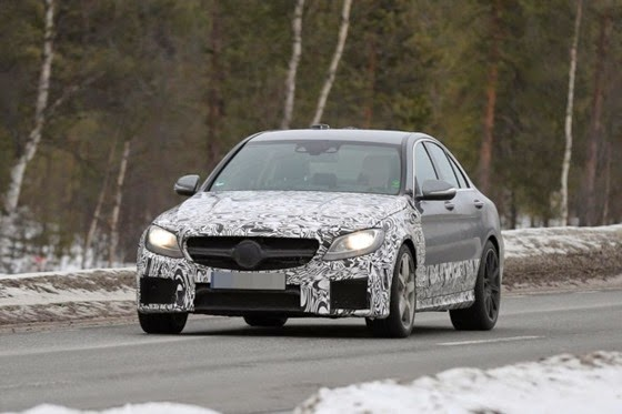 2015-Mercedes-Benz-C63-AMG-Sedan-spy-photo-2-700x466