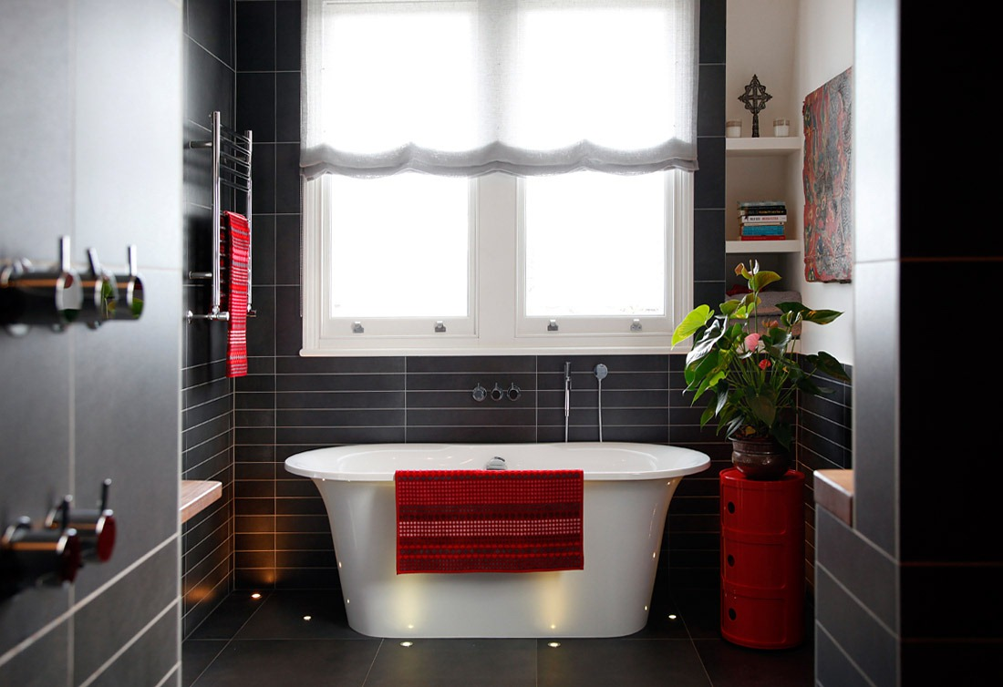 [House-tour-beautiful-modern-black-tile-bath-red-accents%255B6%255D.jpg]