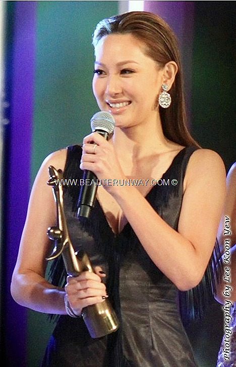 Starhub TVB Awards 2012 Kate Tsui Star of Perfect Poise Award My Favourite TVB Female Character Lives of Omission Yiu Ho Ho Singapore Marina Bay Sands Green Carpet Gala Night Glamour Soo kee Jewellery leather dress tassel fringe