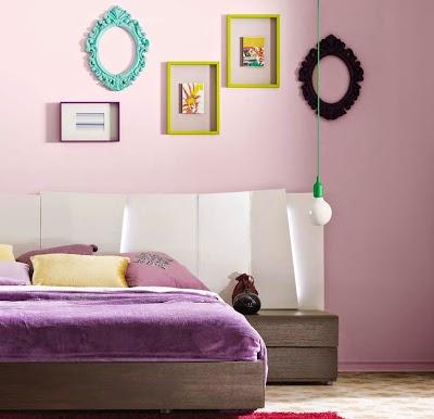 Decorar paredes con estilo y personalidad for Decoracion con muchos cuadros