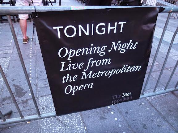 """""""メトロポリタンオペラのオープニング・ナイトの日でした。"""""""
