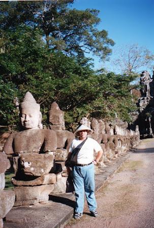 Obiective turistice Angkor: statui luptatori khmeri