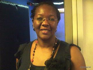 Maddy Tiembe, responsable de l'ONG Action des femmes pour le développement (Afede) dans les locaux de Radio Okapi à Kinshasa (Août 2011)