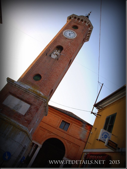 Torre dell'Orologio di Comacchio, Foto 2, Ferrara,EmiliaRomagna,Italia - Clock Tower of Comacchio, Photo 2, Ferrara, Emilia Romagna, Italy -Property and Copyrights of FEdetails.net