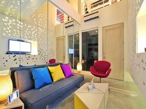 decoracion-interior-salon-colorido