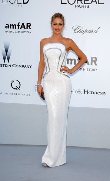 Doutzen Kroes arrives at the 2012 amfAR's Cinema Against AIDS