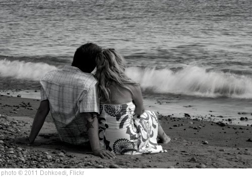 'Couple beach love' photo (c) 2011, Dohkoedi - license: http://creativecommons.org/licenses/by/2.0/