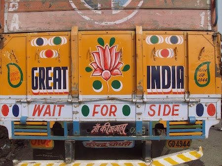 Imagini India: camion indian
