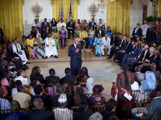 Barack Obama et des jeunes leaders africains. state.gov