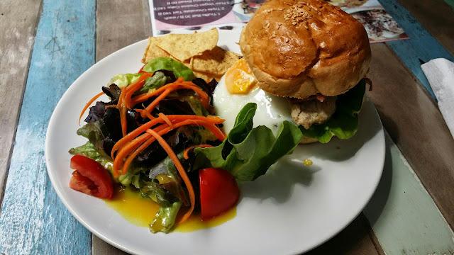 Burger mit Salat