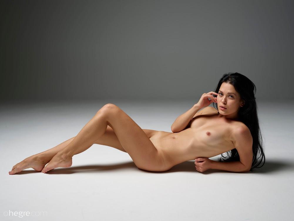 1538647929_belle-fine-art-nudes-board [Hegre-Art] Belle - Fine Art Nudes