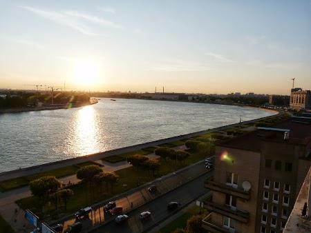 Obiective turistice St. Petersburg: Apus de soare peste Neva