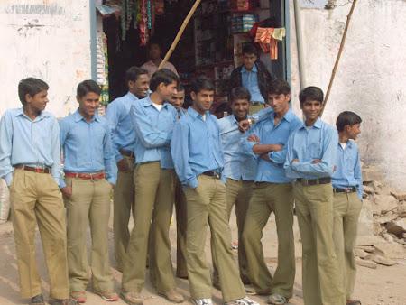 48. elevi indieni.JPG