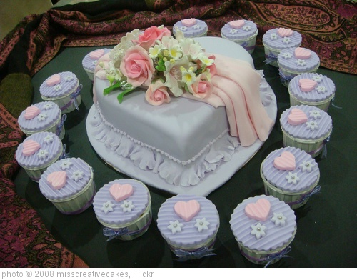 'Cupcake n Wedding cake' photo (c) 2008, misscreativecakes - license: http://creativecommons.org/licenses/by/2.0/