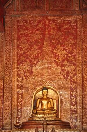 Imagini Thailanda: Statuia Phra Buddha Sing de la Wat Phra Singh Chiang Mai, Thailanda