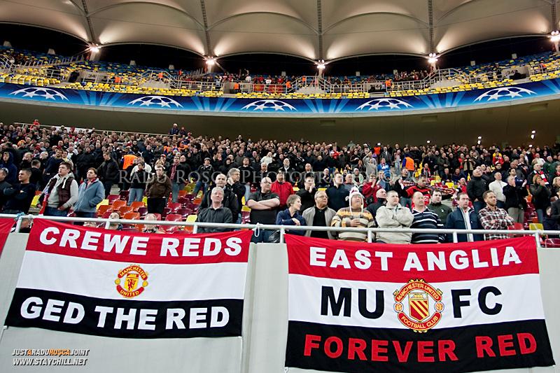 Suporterii britanici inaintea inceperii meciului dintre FC Otelul Galati si Manchester United din cadrul UEFA Champions League disputat marti, 18 octombrie 2011 pe National Arena din Bucuresti.