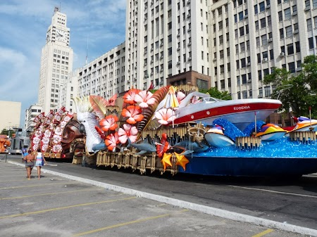 Carnavalul de la Rio:  Pe Avenida Presidente Vargas