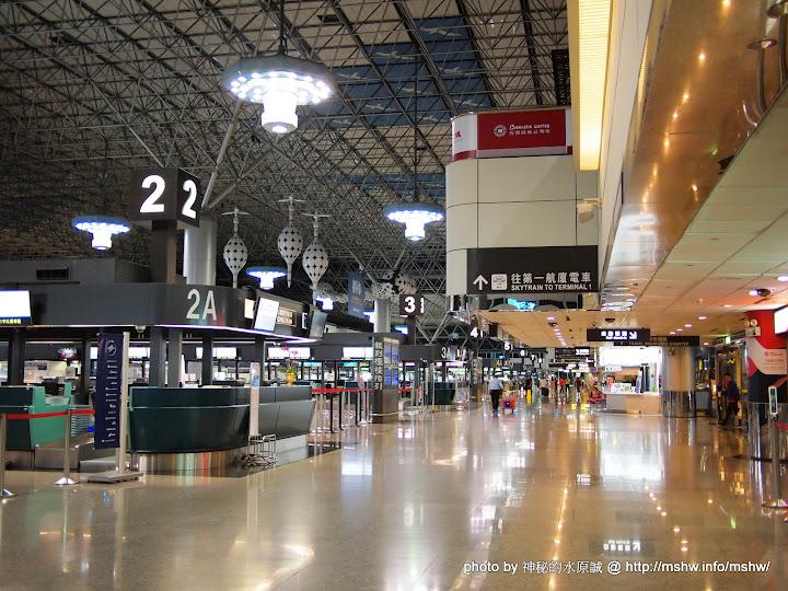 凌晨的機場還蠻冷清的阿!!