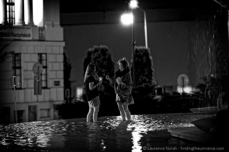 silent disco poznan girls dancing fountain