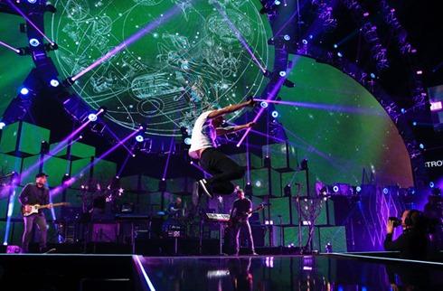 Chris Martin 2014 iHeartRadio Music Festival p_Oy827BRbOl