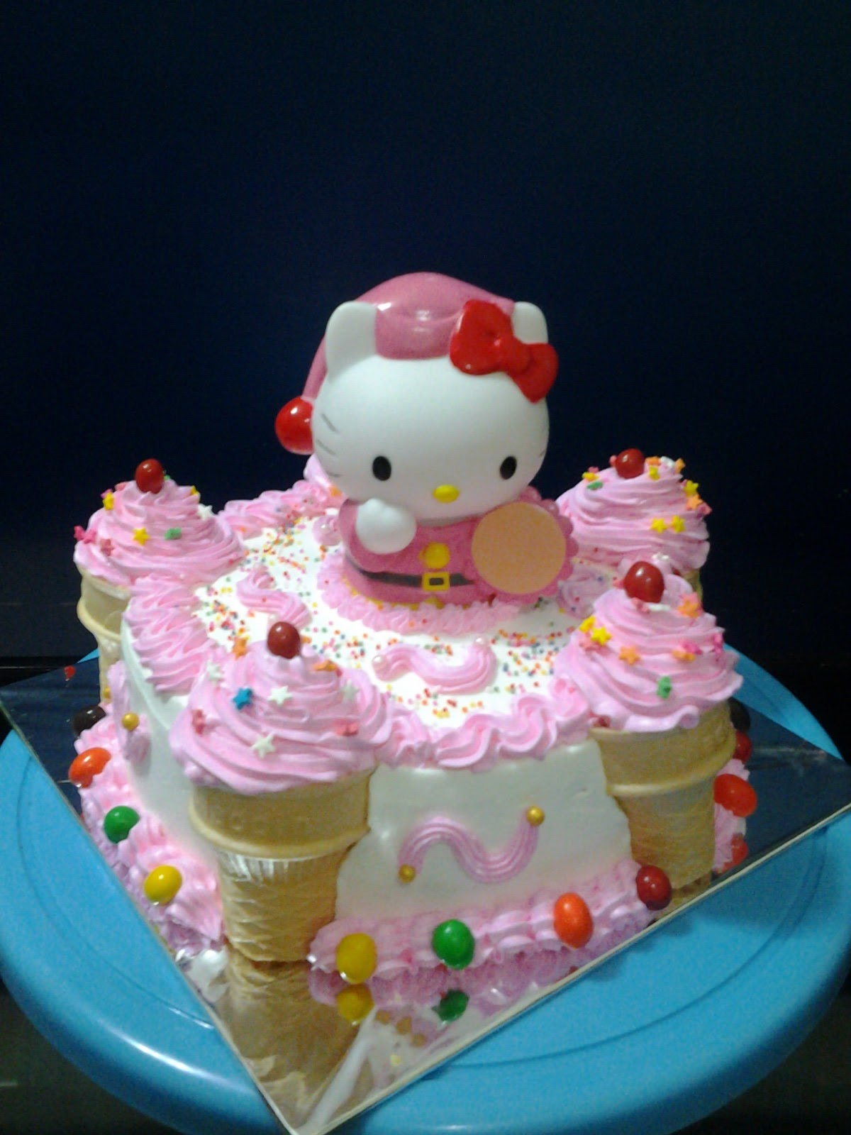 Vies Cakes Japanese Cheese Cake With Hello Kitty And Ice