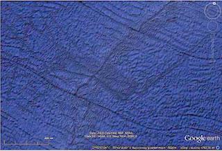 застывшие потоки лавы на протяжение тысяч километров по   широте Гибралтара