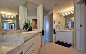baño-marmol-departamento-de-lujo-en-Arizona