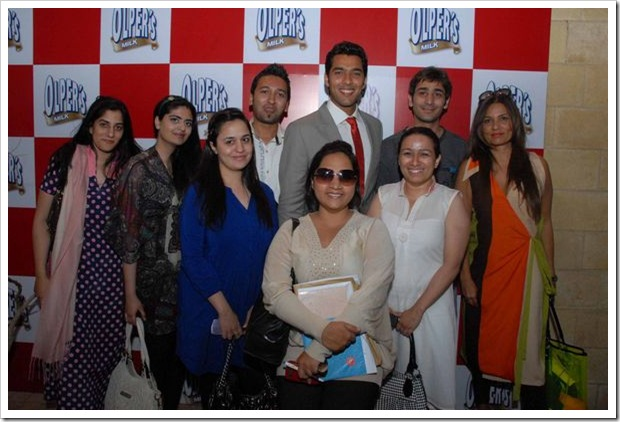Aisam_with_Catwalk_Team