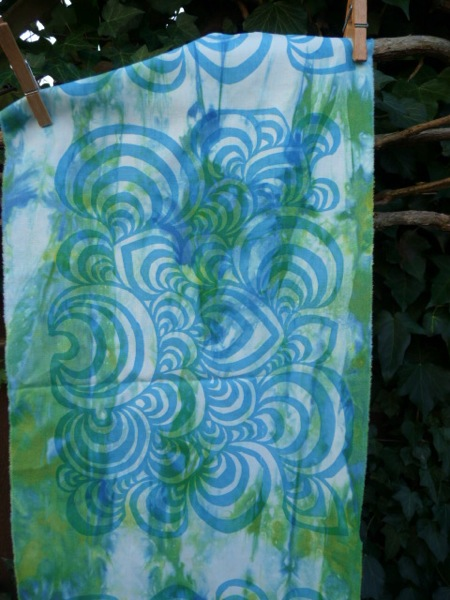 Swirls print  blue detail