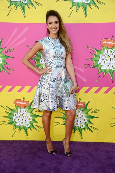 Jessica Alba arrives at Nickelodeons 26th Annual Kids Choice Awards