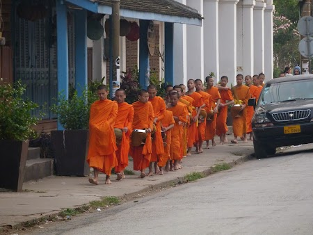 13. Procesiune calugari budisti.JPG
