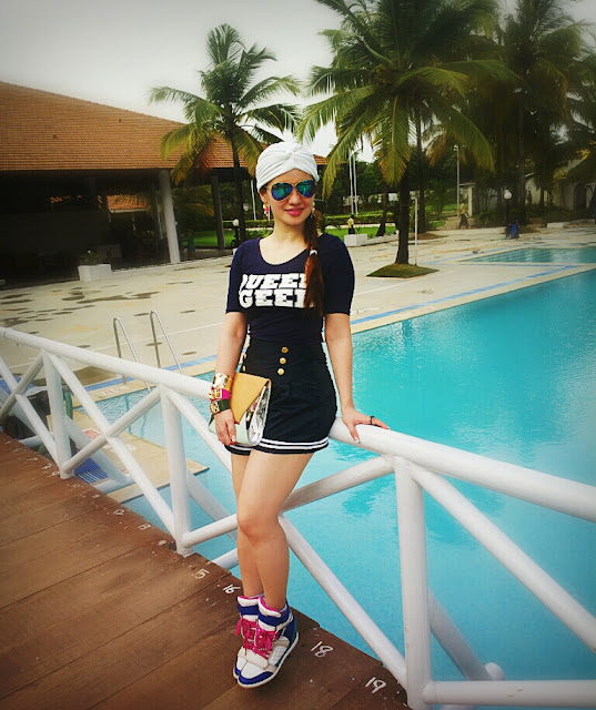 Sporty Chic Fashion with High-waist shorts,Queen geek H&M Top,Wedge Sneakers and a fashion Turban