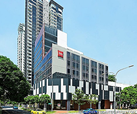 IBIS NOVENA HOTEL offers ACCOR SINGAPORE discount 3-star value budget economy business international travellers 5-star service family rooms accommodation rooms 32-inch LCD TVs, free WiFi, eco-friendly facilities contemporary stylish