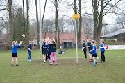 Schoolkorfbaltoernooi ochtend 17-4-2013 065.JPG