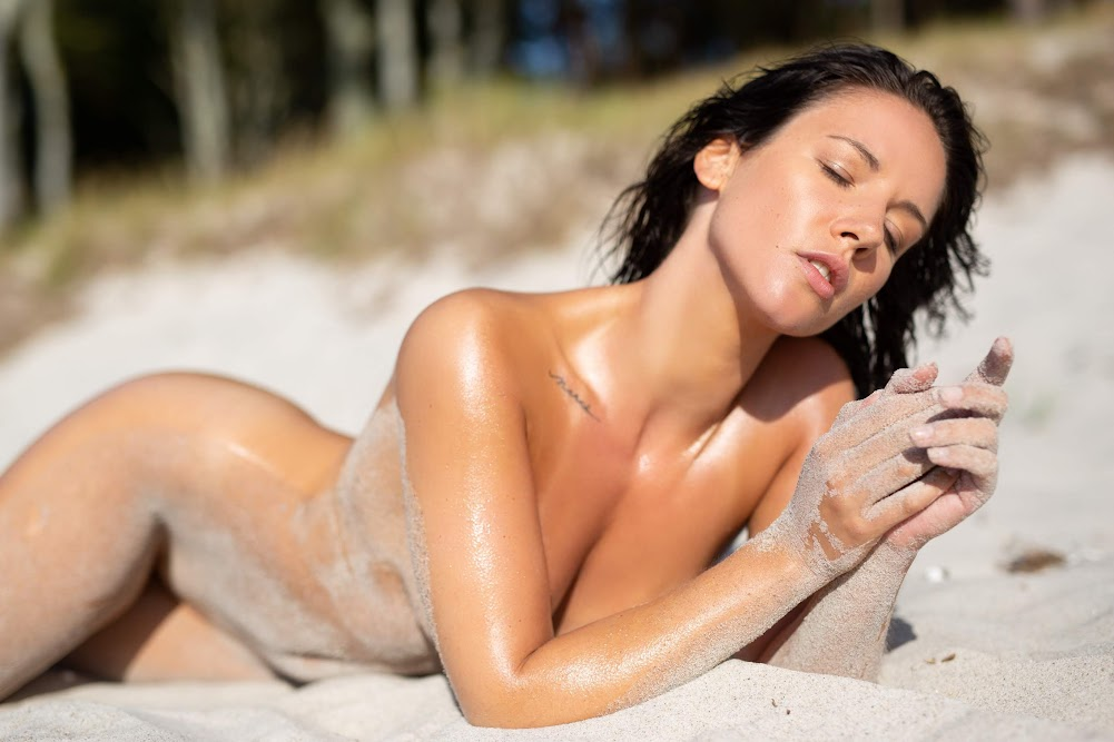 [Playboy Plus] Joelina - Making A Splash