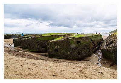 Östliche Landungsstrände - Arromanches - Brückenelemente am Strand