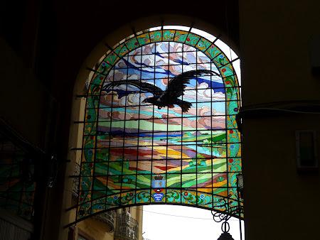 Obiective turistice Oradea: vitraliu cu Vulturul Negru