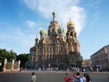 Obiective turistice St. Petersburg: Catedrala Sf. Sange Varsat