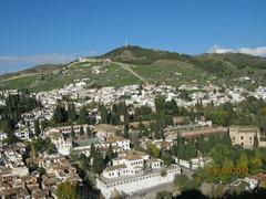 Альгамбра  дворцовый комплекс и крепость. Вид на Гранаду