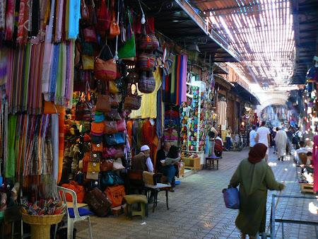 Cartier turisti straini: Bazarul din Marrakech