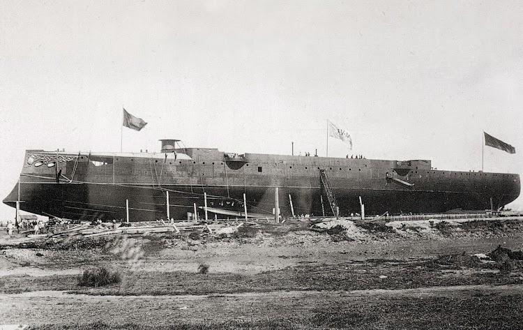El CARLOS V en gradas de Vea Murguia. Del libro Buques de la Armada Española a Traves de la Fotografia.JPG