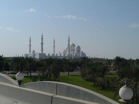 3. Moscheea Abu Dhabi.JPG