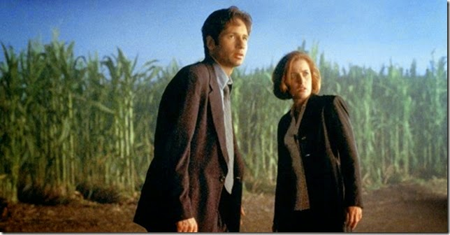 X-files-mulder-scully-movie-fight-future-corn-field