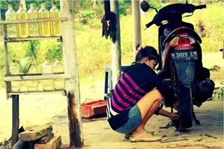Tukang tambal ban cantik di Malang