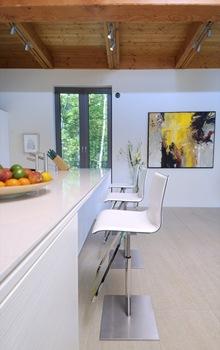 cocina-encimeras-decoracion-sillas--casa-arquitectura-sostenible-Pierre-Cabana