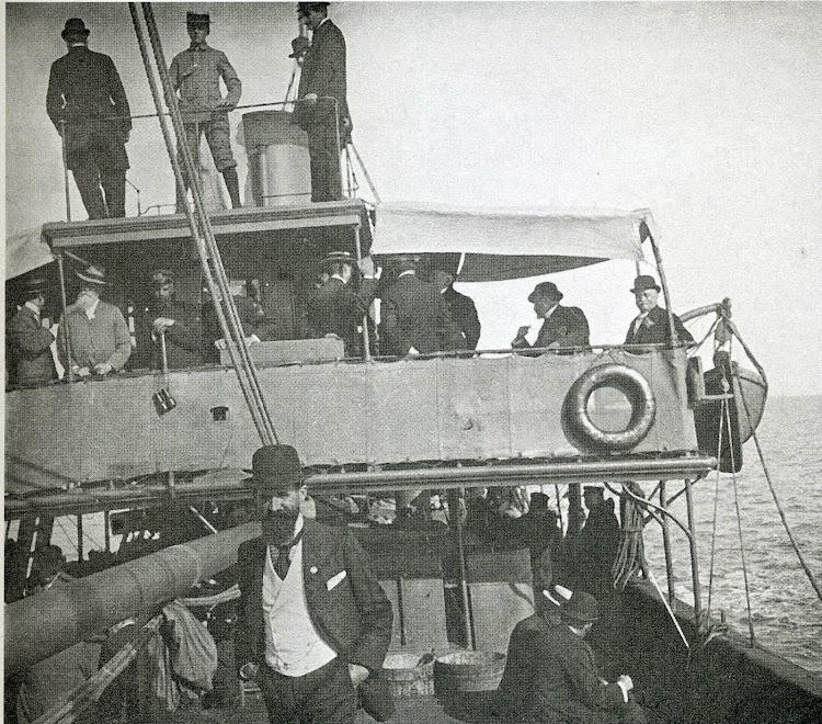 Detalle del puente del buque. Foto Estereo. 1.908. Biblioteca Fundació Bertomeu March. Revista Eestudis Balearics. 88-89.jpg